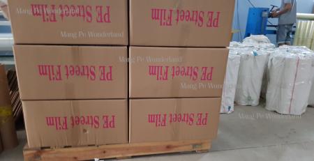Những thùng chứa màng PE trước khi vận chuyển