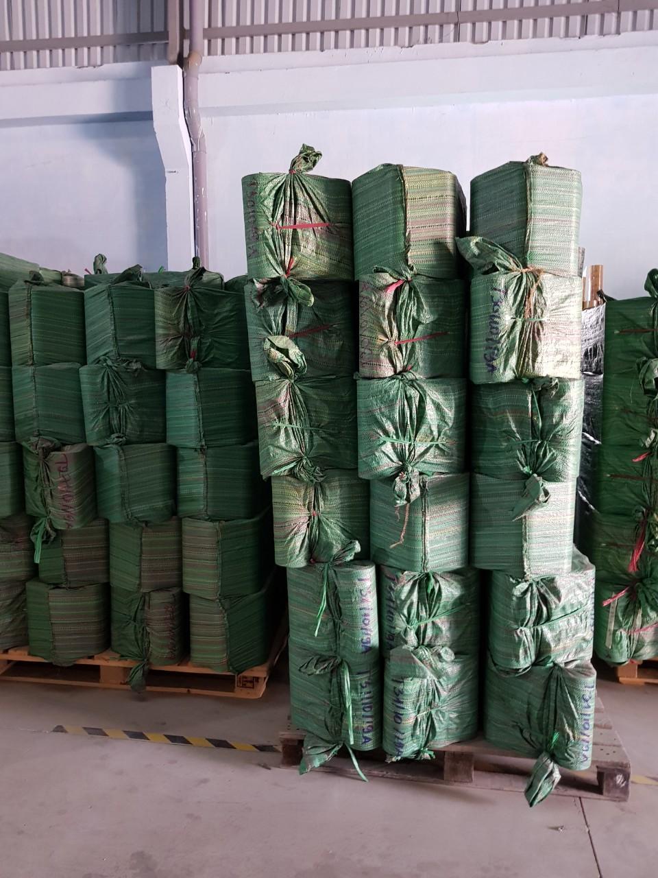băng keo dán thùng giá khuyến mãi 6800đ/cuộn
